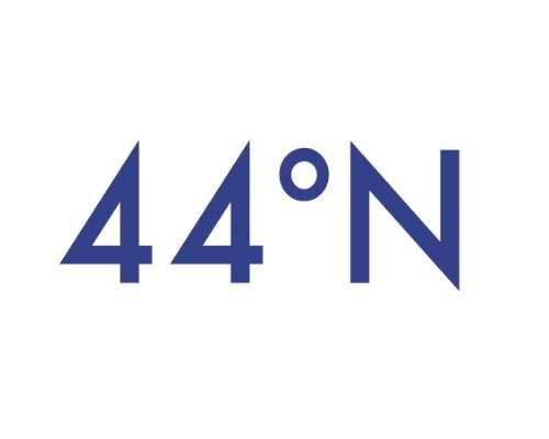 44° N